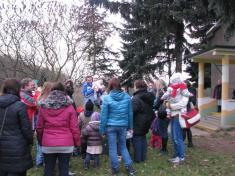 Anděl Vánoc a vypouštění balónků